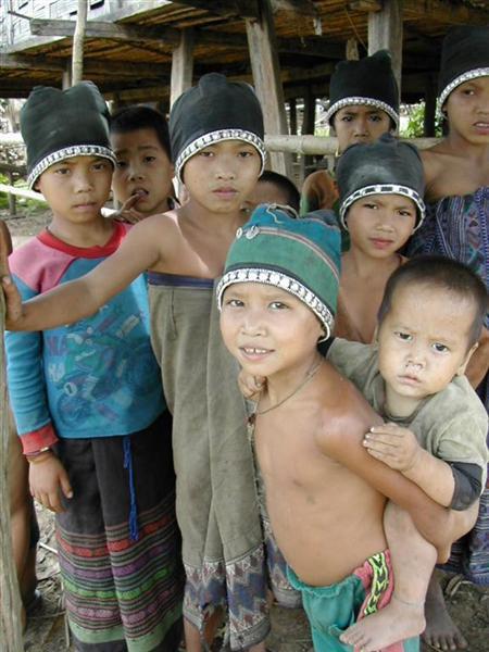 ילדים בכפר קטן, לאוס.
