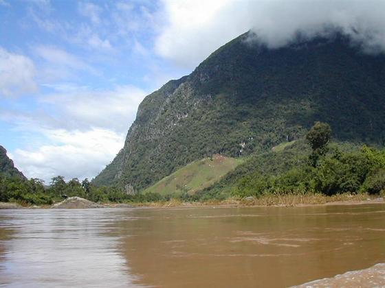 הרים ונהרות, לאוס.