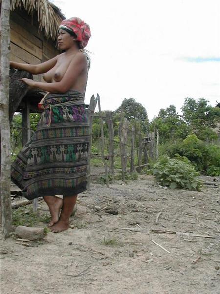 אישה מקומית בכפר, לאוס.