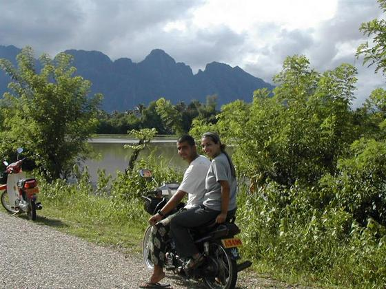 טיול אופנועים, לאוס.