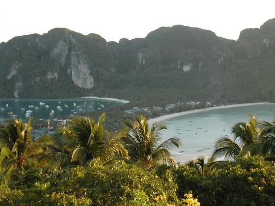 האי קופיפי מהתצפית במרכז האי, תאילנד.