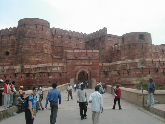 המבצר האדום סמוך תאג' מאהל, אגרה, הודו.