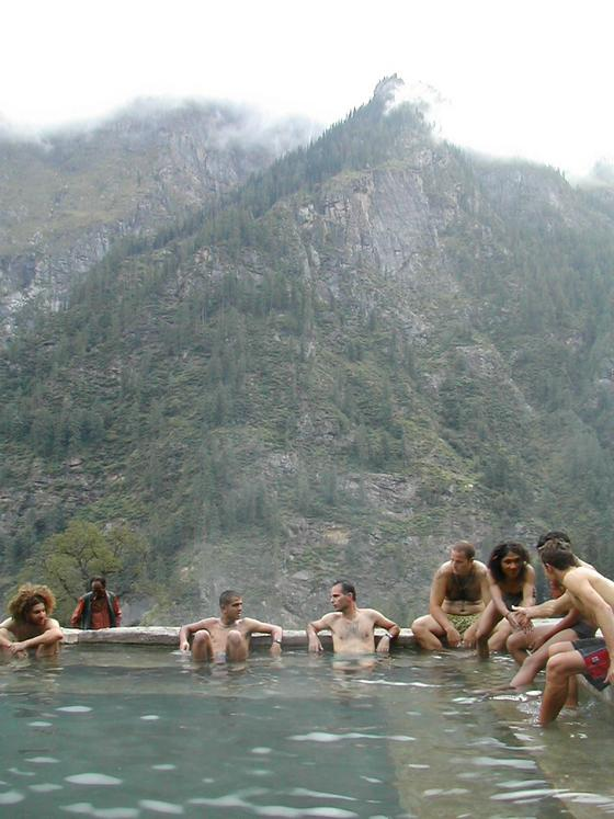 מעיינות חמים, קריגנגה, עמק פרווטי, הודו.
