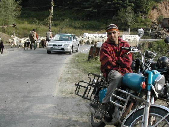 טיול אופנועים, עמק קולו, הודו.