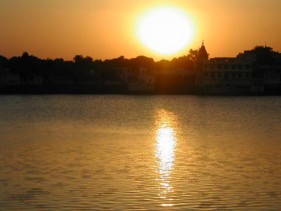 שקיעה בפושקר, רג'סטאן, הודו.
