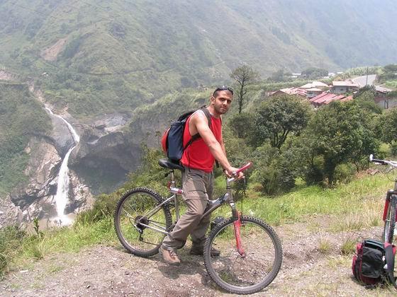 טיול אופניים בבניוס, אקוודור.