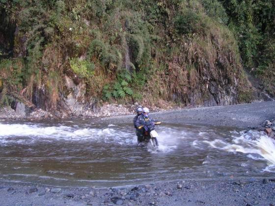 חציית נהר, טיול אופנועים, קוסקו, פרו