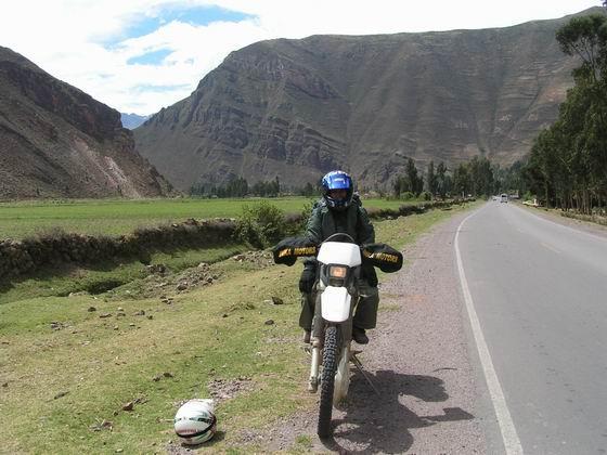 רכיבה על כבישים ליד כפרים