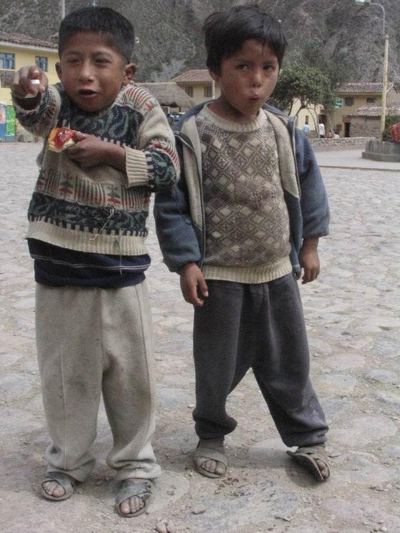 ילדים אנדיאנים באחד הכפרים