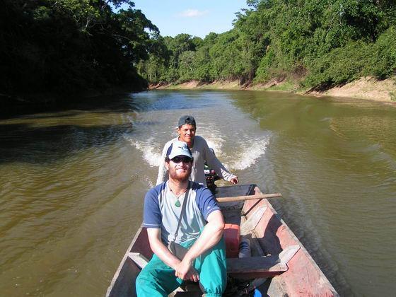 שייט בנהר שורץ תנינים, ג'ונגלים, בוליביה.