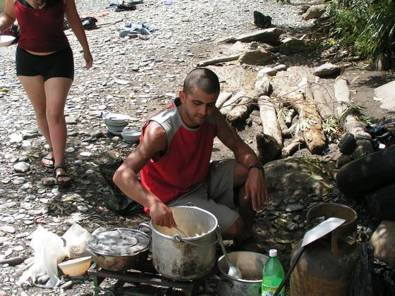 מכין ארוחת צהריים , קניון הינשופים, בולביה.