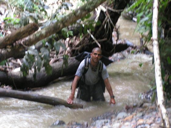 הליכה בנחל שבקניון הינשופים, בולביה.