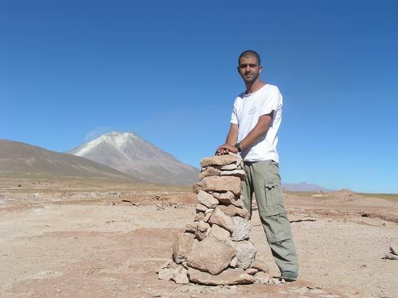 הר געש נוסף ברקע, הסלאר, בוליביה.