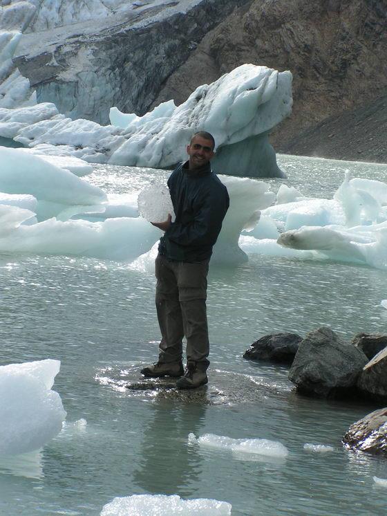 לגונה וקרחונים בטרק הפיץ רוי, פתגוניה, ארגנטינה.