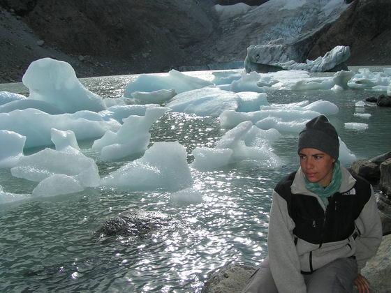 לגונה וקרחון בטרק הפיץ רוי, פתגוניה, ארגנטינה.