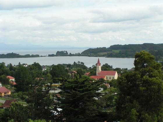 העיירה Puero Varas באיזור האגמים של צ'ילה.