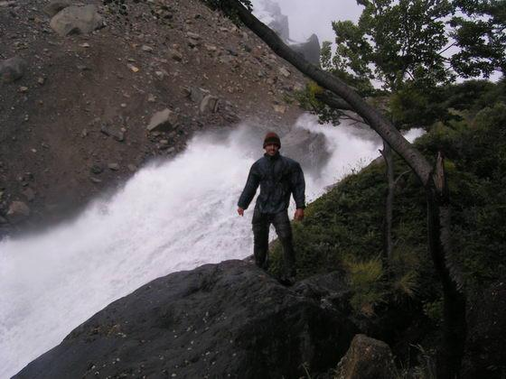 מפלים בטרק הטורוסים, פתגוניה צ'ילה.