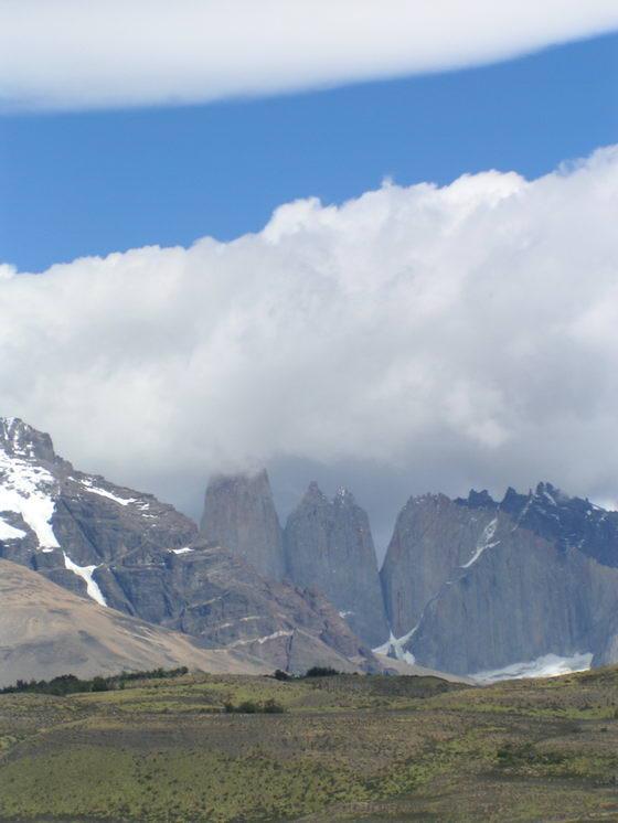 הרים מושלגים בטרק הטורוסים, פתגוניה צ'ילה.