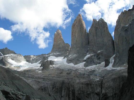 עמודי גרניט בטרק הטורוסים, פתגוניה צ'ילה.