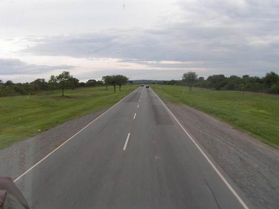 כבישים אינסופיים בצפון ארגנטינה.