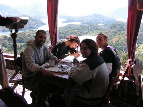 מסעדה בתצפית על האגמים, ברילוצ'ה, ארגנטינה.