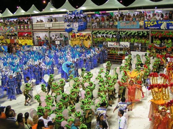 תהלוכות בקרנבל בפריאנפוליס, ברזיל.