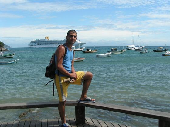 אחד החופים בעיירת החוף בוזיוס, בברזיל.