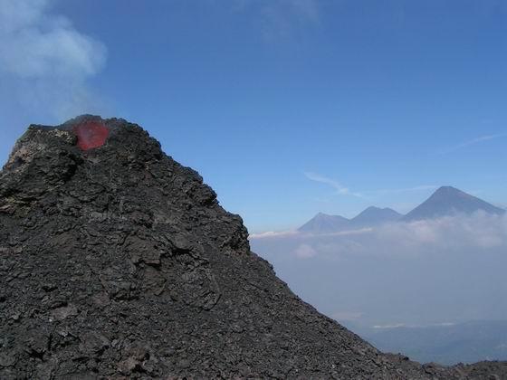 הר הגעש הפעיל פקייה, גואטמלה.