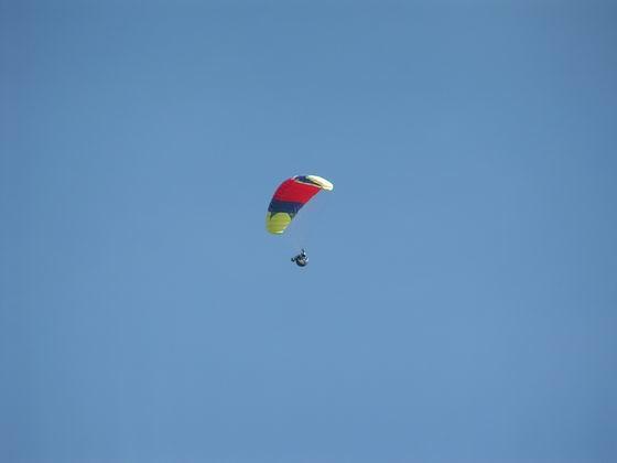 מאות מטרים מעל הקרקע, קורס מצנחי רחיפה,  בוליביה.