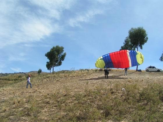 קורס מצנחי רחיפה בקוצ'במבה, בוליביה.