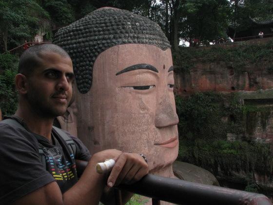 פסל בו�הא היושב