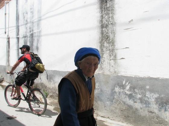 מקומיים ב�אלי, סין