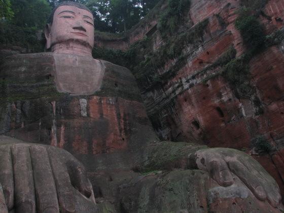 """פסל של בו××""""×"""" בסין"""
