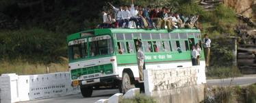 הודו, טיסות להודו - אוטובוס בהודו