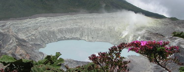קוסטה ריקה - אגם חומצי בהר געש
